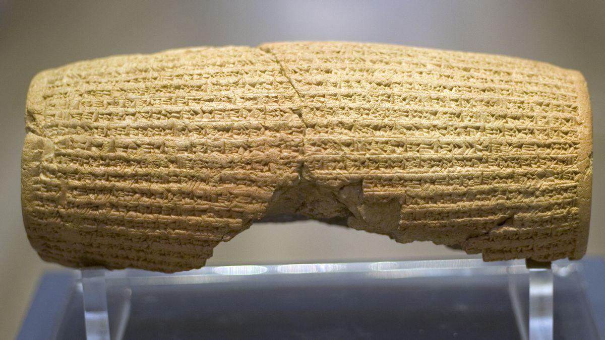 Belajar Menghargai Hak Asasi Manusia dari Cyrus Cylinder